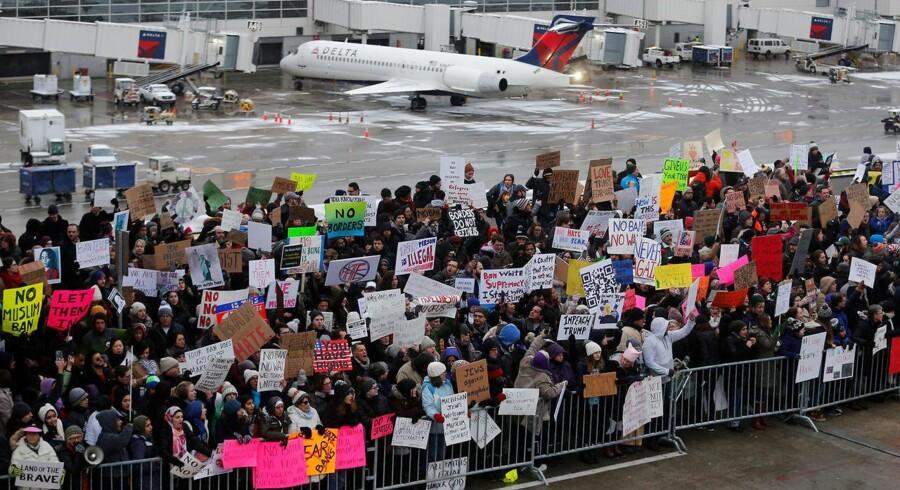 Diskrimination mod mennesker alene på baggrund af deres nationalitet er i strid med folkeretten, siger FN om det amerikanske indrejseforbud.