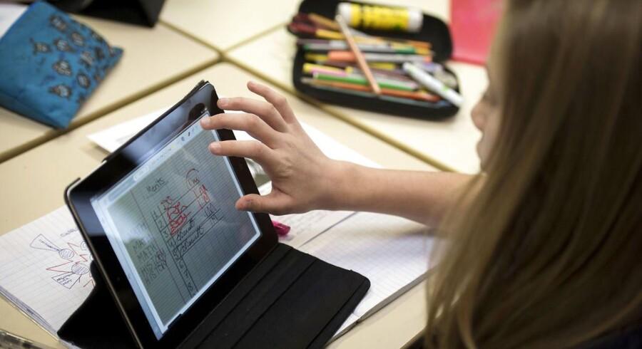 ARKIVFOTO: »Tro mig, Michael,« som en ven forklarede. »De har helt styr på, hvilke forældre der betaler, og hvilke der ikke gør.« Selv havde han købt iPads til alle børnene i sit barns klasse.