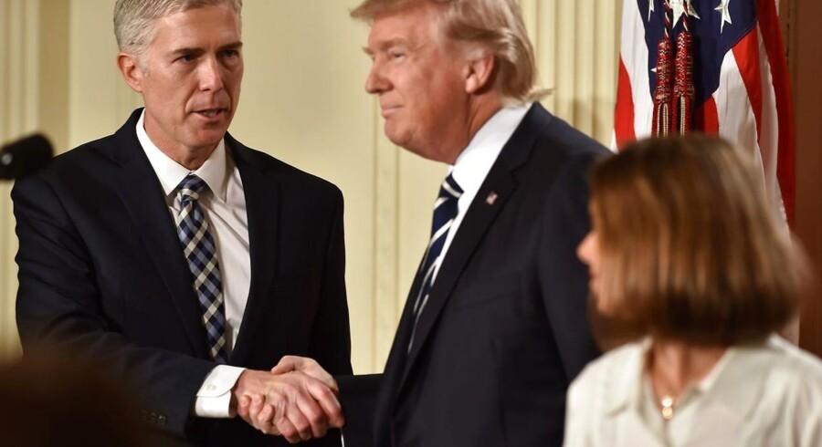 Demokraterne i senatet vil gå langt for at forhindre, atTrumps nominerede til højesteretsdommer, Neil Gorsuch, får dne ledige stilling. / AFP PHOTO / Nicholas Kamm