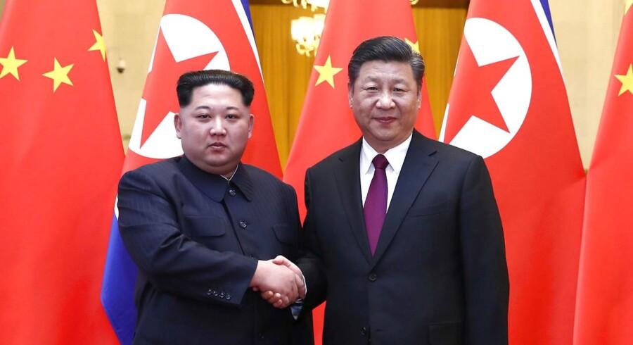 Kinas præsident, Xi Jinping, og Nordkoreas leder, Kim Jong-un, har tirsdag holdt møde i det nordøstlige Kina, skriver nyhedsbureauet Xinhua ifølge AFP.
