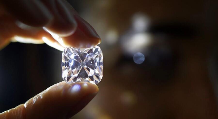Arkivfoto. Pink diamant ved Christie's auktion in Geneve, Switzerland, 08 November 2017.
