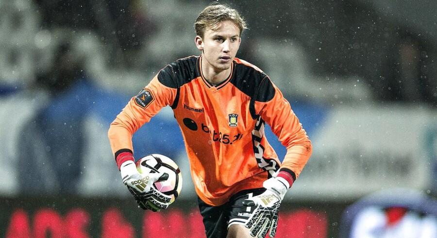 Frederik Rønnow er skadet og misser den første kamp mod Irland. Han er i spil til tirsdagens returkamp.