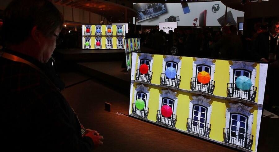 De nye og skarpere fladskærmsfjernsyn med ultra-HD-opløsning er ved at fortrænge de gammelkendte, der »kun« har fuld-HD. Foto: Alex Wong, Getty Images/AFP/Scanpix
