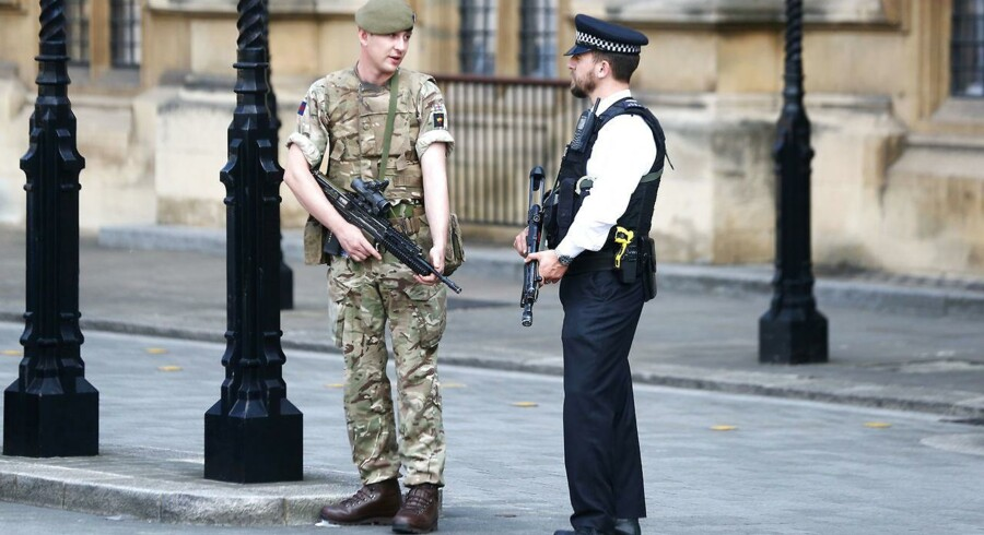 A soldier and a police officer stand in Westminster, London, Britain, May 25, 2017. REUTERS/Neil Hall