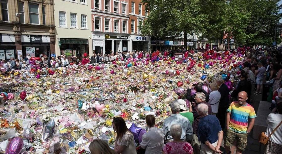 Befolkningen i Manchester sørger efter ulykken d. 22 maj.