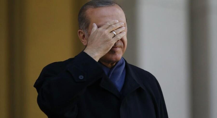 Tyrkisk Præsident Recep Tayyip Erdoganlige efter hans 'valgsejr' den 17. april. EU har lige sat Tyrkiet under observation igen - et træk, der betragtes som en reaktion på hvad nogle betragter som et pres på demokratiske rettigheder i Tyrkiet.
