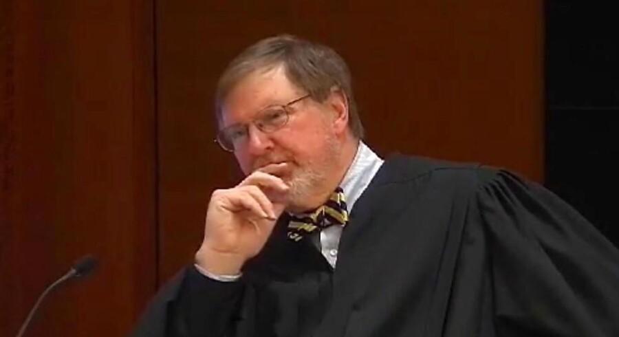 Dommeren James L. Robart er bredt respekteret for sin juridiske faglighed, men Donald Trump er rasende over, at han har underkendt præsidentens indrejseforbud.