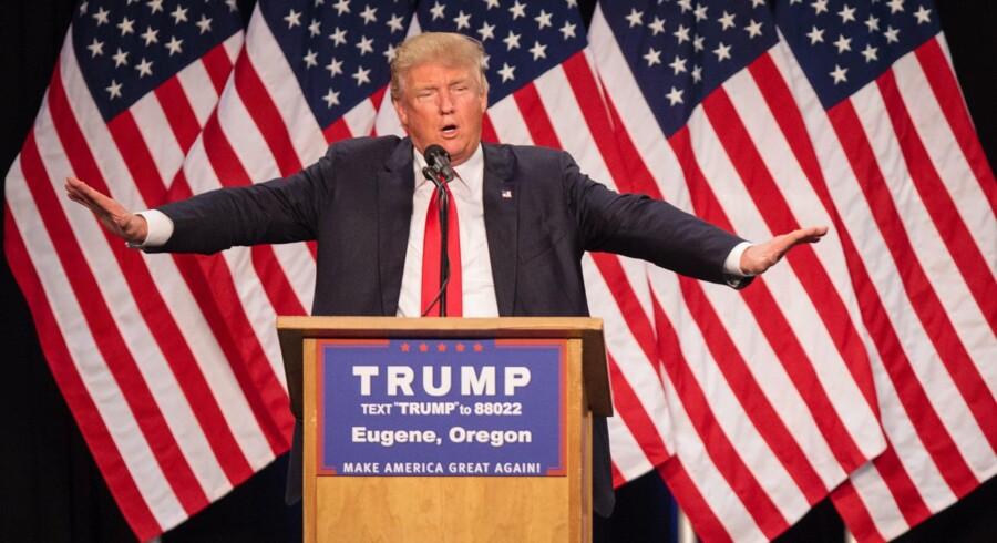 Donald Trump taler på et møde i Eugene, Oregon tidligere på måneden. Men han vægrer sig fortsat ved at oplyse sine skatteforhold. Foto: Rob Kerr/AFP