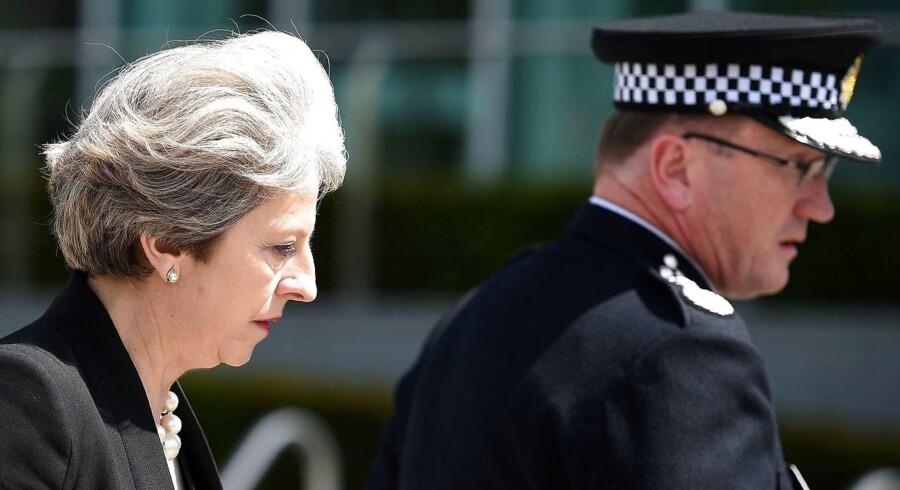 May meddelte tirsdag, at trusselsniveauet i Storbritannien lige nu er »kritisk«. Det er det højeste niveau og antyder, at et nyt angreb kan være lige om hjørnet.