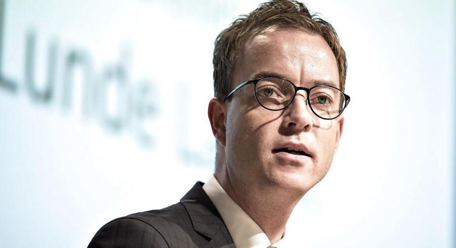 Miljø- og fødevareminister Esben Lunde Larsen (V) beskyldes af S og DF for at have løjet i sag om fiskekvoter.