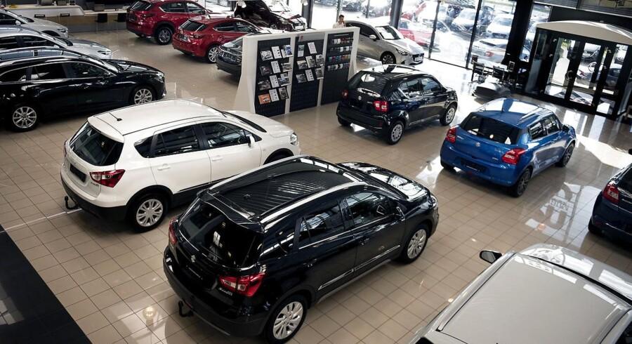 »Det er benzin, charterrejser og personbiler, der bidrager til den lidt lavere stigning i oktober end i september. Personbiler bidrager til den lavere stigning som følge af den ændrede registreringsafgift,« skriver Danmarks Statistik.