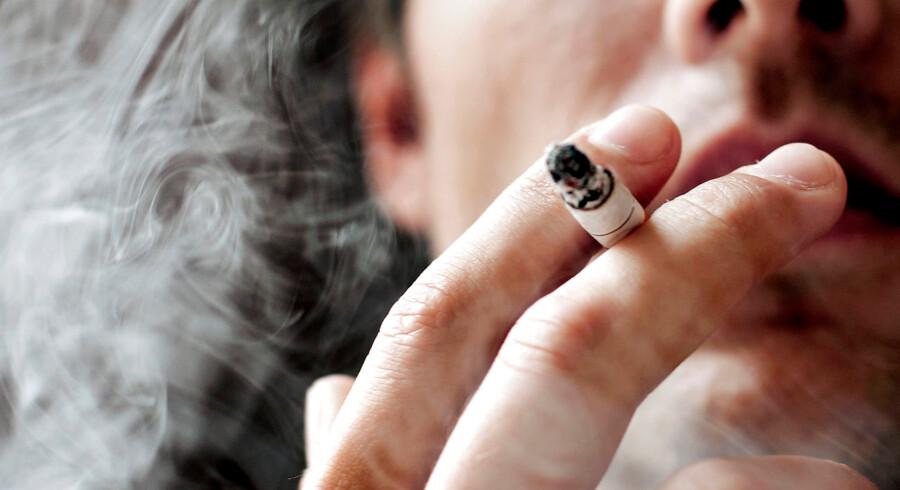 Mens hver 5. københavnske gymnasieelev ryger cigaretter hver dag, tænder kun godt hver 10. gymnasieelev i det øvrige Danmark smøger dagligt, skriver Politiken.
