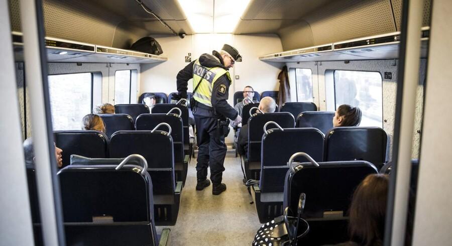 Sverige indførte kl 12.00 torsdag d. 12.11.2015 en midlertidig grænsekontrol, ved den danske og tyske grænse, de næste 10 dage frem. Her er vi på Hyllie station, hvor det svenske politi er mødt talstærkt op for at kontrollere pas. Den er der endnu, og ingen ved, hvornår den ophæves.