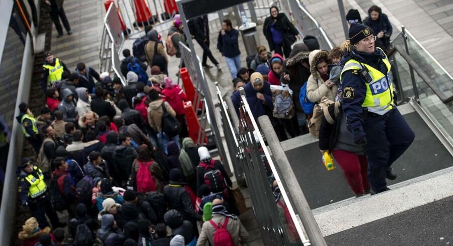 I 2015 ankom 14450 mindreårige asylansøger til Malmø. Her er en gruppe på 600 asylansøgere lige stået af toget fra Danmark i Hyllie den 19 november.