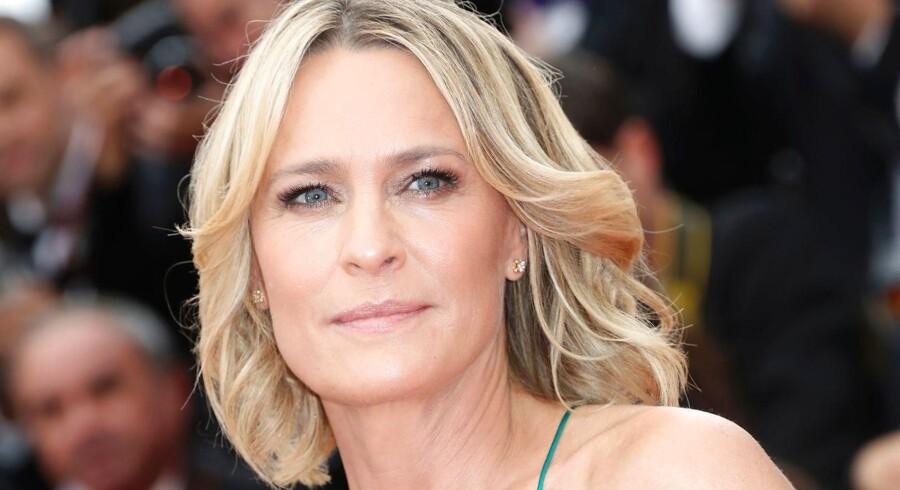 Produktionen af »House of Cards« genoptages den 8. december, men om det bliver med Claire Underwood (spillet af Robin Wright) som en ny hovedrolle, er endnu uvist.