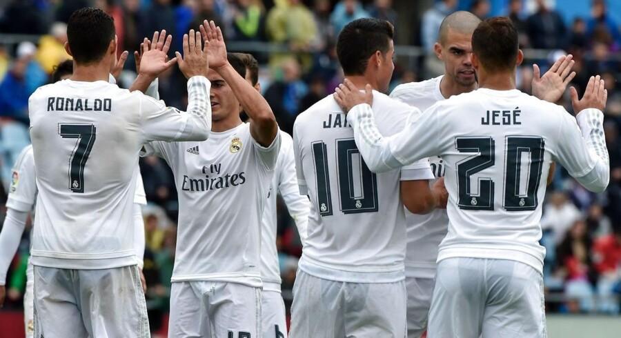 PR handler i dag i høj grad om at tilpasse brand og kommunikation til de sociale medier og forbrugerens brug af dem. Den spanske fodboldklub, Real Madrid, sender fx live under deres opvarmning før deres Champions League-kampe og igen til pressemødet efter kampen.