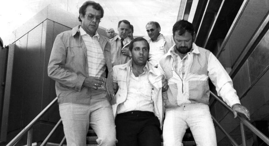 Naum Conevski (i midten) anholdt i Kastrup