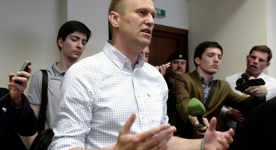 Russian opposition leader Alexei Navalny (C) talks to the media during a hearing at Moscow's Lyublinsky district court on May 13, 2015. Moscow court hears an appeal by the Russian prison service to jail protest leader Alexei Navalny, who is currently under conditions of a suspended sentence after being convicted of embezzlement in 2009. AFP PHOTO / ALEXANDER NEMENOV