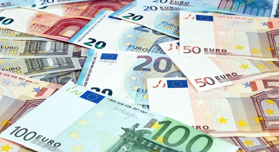 Der er ikke de store udsving i hovedvalutakrydsene onsdag, hvor markedet bedst kan karakteriseres som afventende op til udmeldingen fra den amerikanske centralbank, Federal Reserve, efter det danske markeds lukketid.