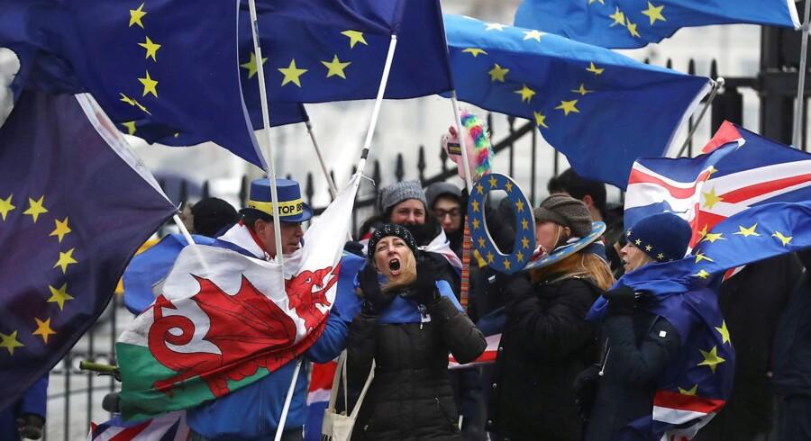 Storbritannien forlader efter planen EU den 29. marts 2019, hvorefter der følger en længere overgangsperiode.