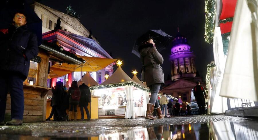 Indenrigsminister Thomas de Maizière opfordrer tyskerne til at være »på vagt, men ikke bange«, når de besøger julemarkeder i Tyskland op til dette års jul.