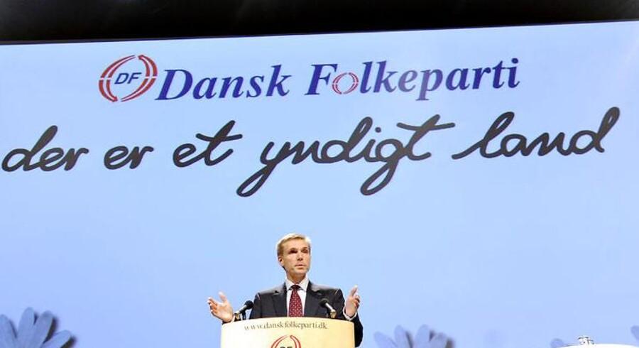 Dansk Folkeparti ønsker ikke at optage folk uden dansk statsborgerskab i partiet - uagtet at man opfordrer udlændinge, der ønsker dansk statsborgerskab til at engagere sig i bl.a. foreningsdanmark for at opnå større tilknytning til landet.