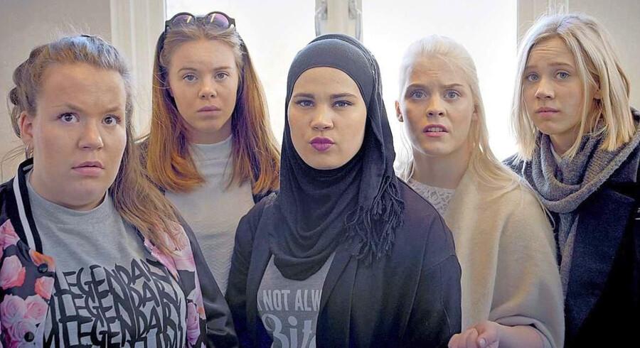 Veninderne  Chris, Eva, Sana, Vilde, Noora og Chris  er vidt forskellige, men slås alle med at finde ud af, hvem de er. Nu går tredje sæson af den norske ungdomsserie »Skam« i gang. Foto: NRK