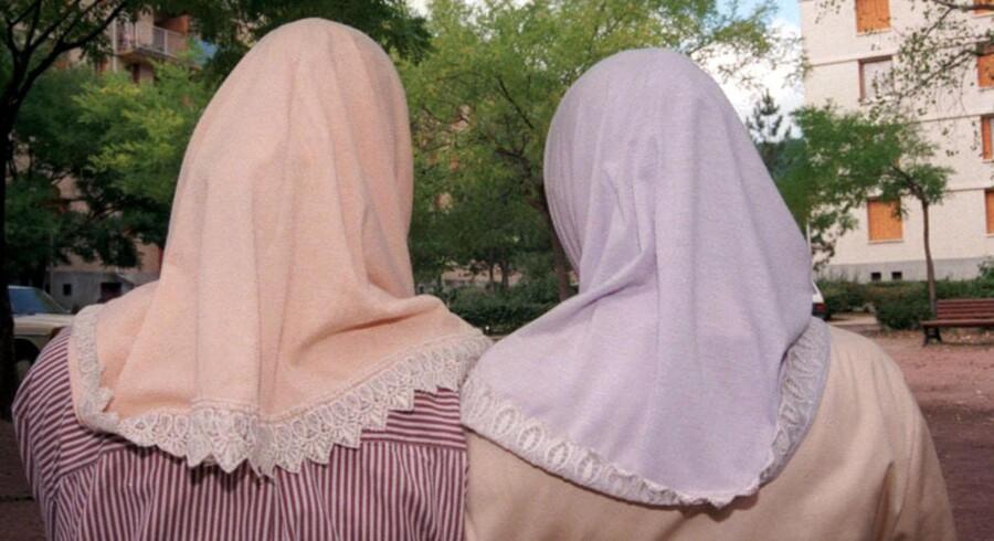 Offentligt ansatte må ikke bære religiøse hovedbeklædninger, hvis det står til Dansk Folkeparti. Free/Colourbox.com