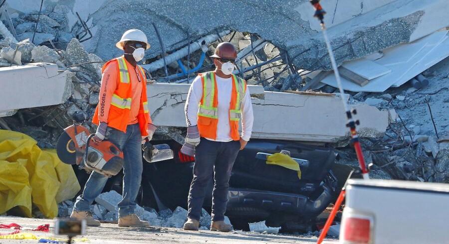 Billede fra bro-kollapset i Maiami.