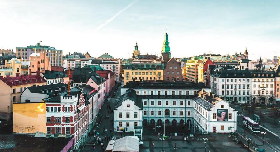 Boligpriserne i Stockholm og Oslo er steget dramatisk, og landene har gennemført lovgivning for at tæmme dem. Imens tøver den danske regering med indgreb mod de markante prisstigninger i København
