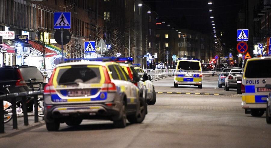 Arkivfoto: I løbet af 20 timer i weekenden var Malmø ramme for tre skyderier. Natten til fredag gik det ud over et boligområde i den hårdt plagede bydel Rosengård, og fredag aften omkring kl. 18 blev der først affyret skud på tovet i bydelen Holma, og to timer senere igen i Rosengård.