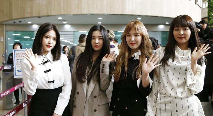 Den sydkorenske gruppe Red Velvet på vej til Nordkorea for at give koncert.