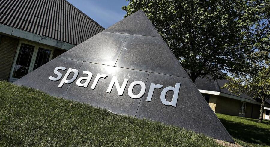 Lavere indtægter fra renter og gebyrer samt tab på obligationer og aktier presser resultaterne hos Spar Nord i første kvartal.