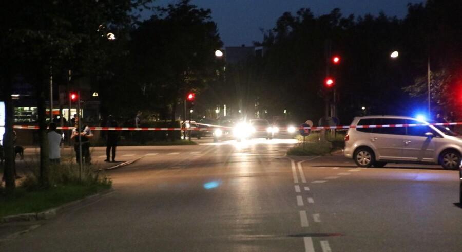 Politiet har afspærret området omkring Folkets Park og Korsgade på Nørrebro i København, efter at der tidligere torsdag aften d. 10. august 2017 fandt et skyderi sted. . (Foto: Mathias Øgendal/Scanpix 2017)