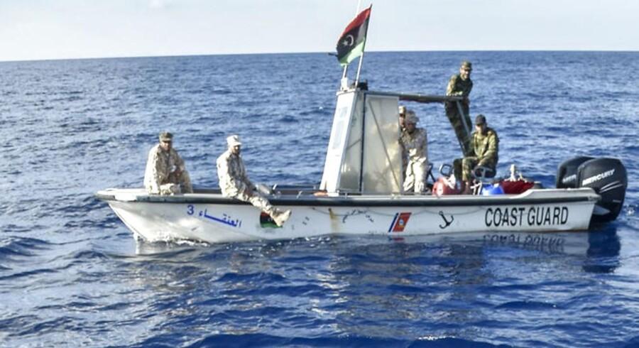 Den libyske kystvagt er blevet oprustet af Italien og EU og standser både i Middelhavet med migranter og flygtninge med kurs mod Europa. (Foto: ANDREAS SOLARO/Scanpix 2017)