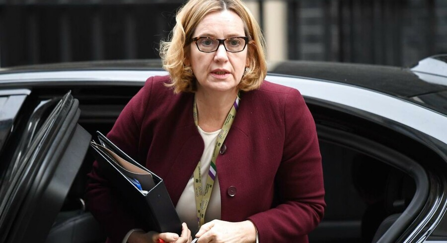 Storbritanniens indenrigsminister, Amber Rudd, ankommer her til møde i Downing Street i det centrale London 24 April 2018. EPA/NEIL HALL