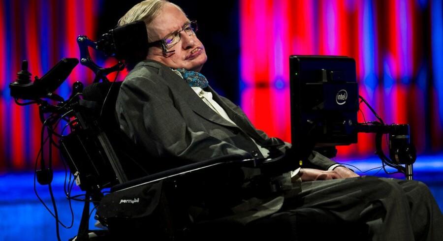 Den nu 75-årige britiske videnskabsmand, Stephen Hawking, advarer nu også om at fare for hurtigt frem med robotter overalt. Arkivfoto: Ólafur Steinar Gestsson, Scanpix