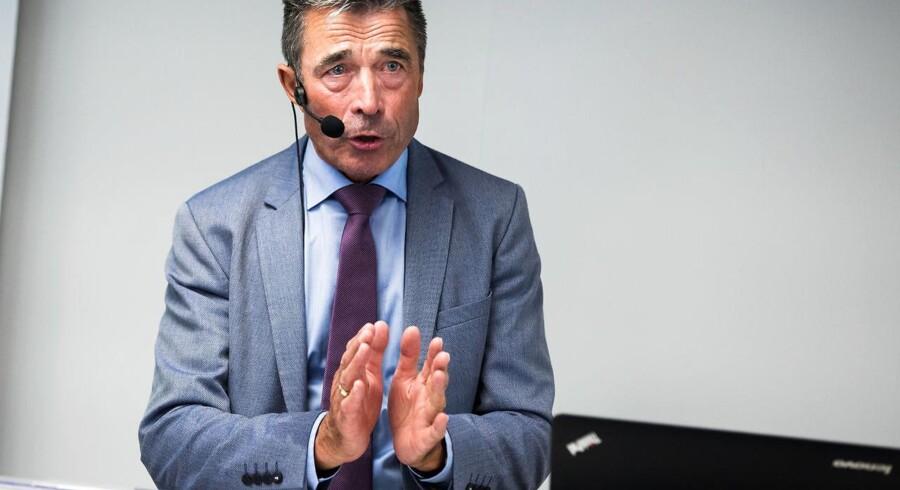 """Anders Fogh Rasmussen debatterer sin bog """"Fra socialstat til minimalstat"""" hos Cepos i København 20. juni 2017 i forbindelse med genudgivelsen af bogen, der første gang udkom i 1993. I den genoptrykte udgave af bogen har Anders Fogh Rasmussen skrevet et nyt forord, hvor han perspektiverer bogens budskaber i en nutidig kontekst og adresserer de mange misforståelser og fordrejninger, som bogen i sin tid blev genstand for. Imidlertid siger Cepos nu, at Fogh brugte for mange penge, da han var statsminister for Danmark, og ikke levede op til sine egne dogmer i bogen."""