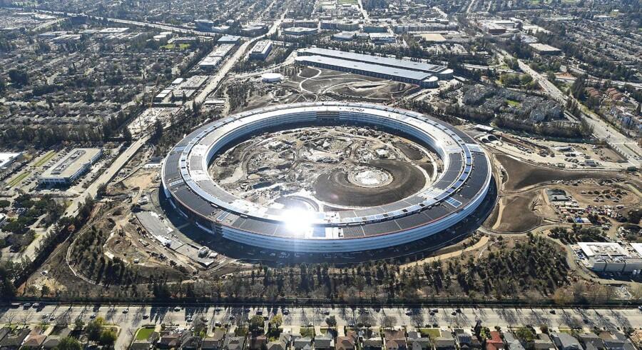 Der bygges stadig i endnu et halvt år i Apple Park - hidtil kaldet Apple Campus 2 - i Cupertino i Californien, hvor de første medarbejdere om to måneder flytter ind i rumskibet, som det kaldes. Billedet er taget 13. januar i år. Arkivfoto: Noah Berger, Reuters/Scanpix