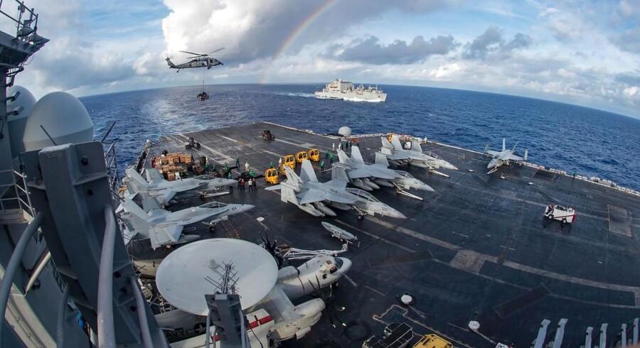 ARKIVFOTO fra USS Carl Vinson.