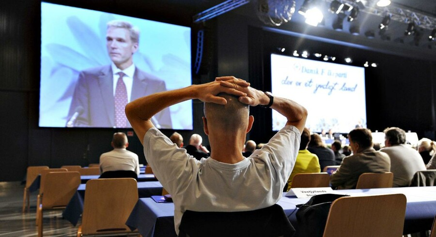 Der lyttes under årsmødet i Dansk Folkeparti, hvor medlemmerne gerne må klappe, men ikke kritisere.