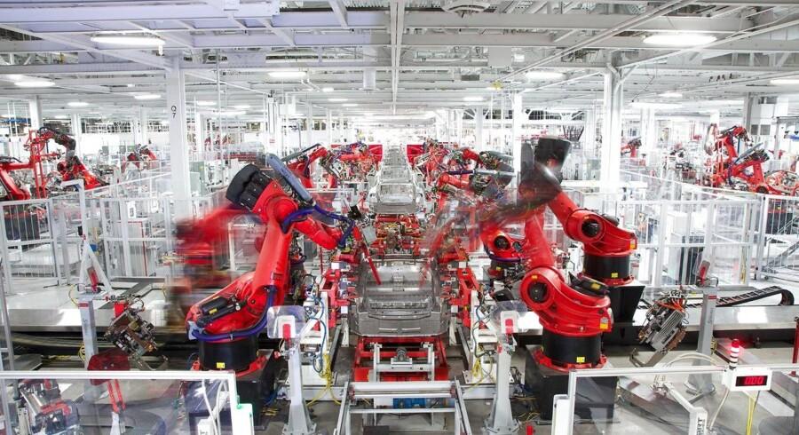 Teslas fabrik i Fremont har omkring 10.000 ansatte og er blevet det kedelige omdrejningspunkt for en kontroversiel artikel, hvor Tesla beskyldes for et risikabelt arbejdsmiljø. Foto: EPA