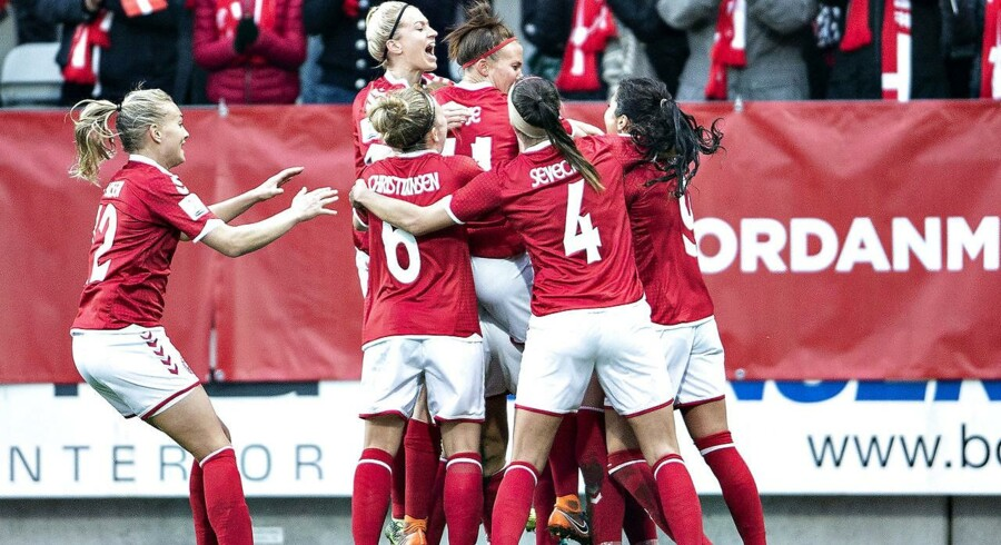Danmarks Sanne Troelsgaard har scoret til 1-0 i VM kvalifikationskampen mellem Danmark og Ukraine på Energi Viborg Arena, 9. april 2018.. (Foto: Henning Bagger/Ritzau Scanpix)