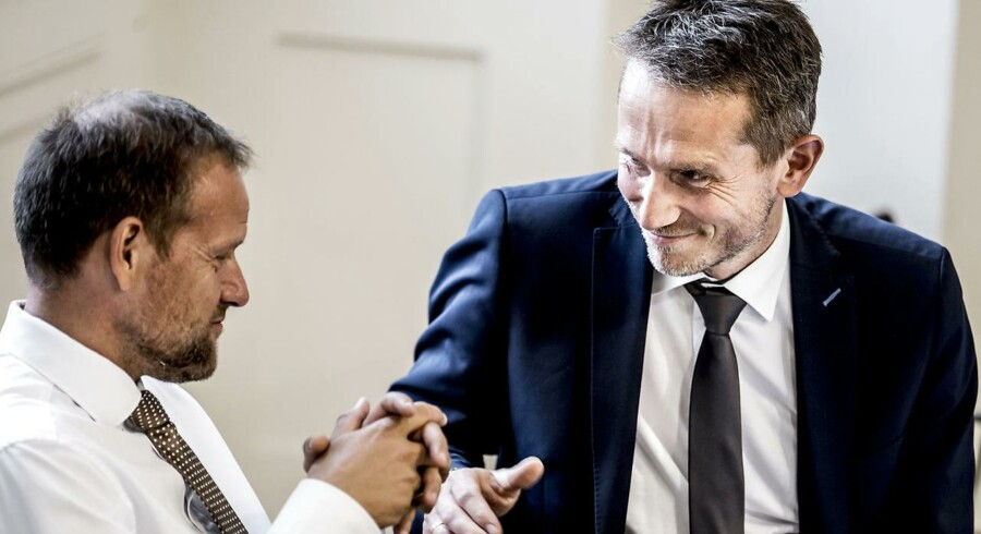 DF's Finansordfører Rene Christensen (til venstre) kræver svar fra finansminister Kristian Jensen på, hvordan regeringen vil finansiere sine planlagte skattelettelser.