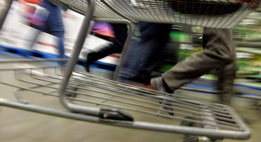 Der er ikke kun gang i indkøbsvognene - de fysiske og de digitale - på fredag, når »Black Friday« igen indtager Danmark. Svindlerne glæder sig også enormt, så pas på. Arkivfoto: Pedro Pardo, AFP/Scanpix