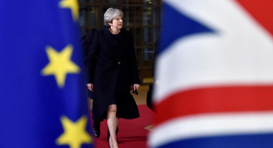 Regeringschefen for Storbritannien, som arbejder på at forlade EU, blev mødt af klapsalver og ros efter sin tale til EU's øvrige stats- og regeringschefer.
