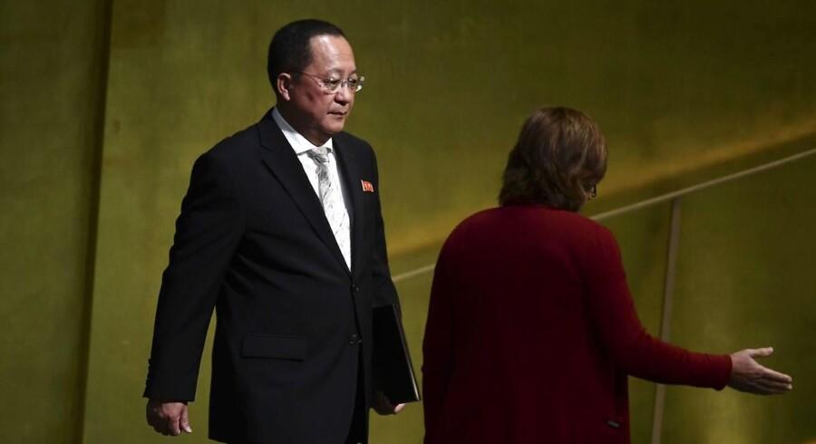 Kina vil lukke nordkoreanske og kinesiske-nordkoreanske virksomheder i Kina, som konsekvens af de stramninger som FNs sikkerhedsråd enstemmigt har vedtaget mod Nordkorea, som reaktion på landets atomprøvesprængninger.