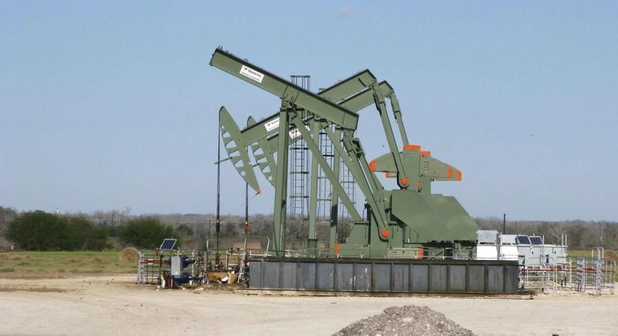 I takt med OPECs reduktion er antallet af olierigge i USA blot øget uge for uge, og produktionen er ligeledes øget kraftigt.