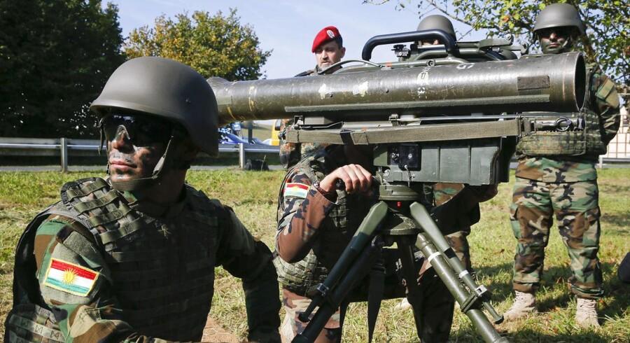 En terrormistænkt, 28-årig tysk soldat udgav sig for at være syrisk flygtning to gange - i 2015 og 2016. Han er nu arresteret for at have planlagt et terrorangreb, motiveret af fremmedhad. Her ses tyske og kurdiske soldater under en træningsøvelse i den sydtyske by Hammelburg, hvor den 28-årige blev arresteret onsdag.