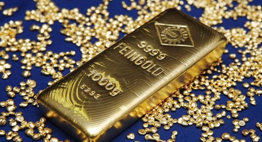 Den schweiziske aktieguru Marc Faber forudser, at der en kæmpe aktienedtur på vej og er gået amok i guld-køb.